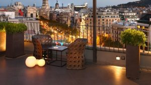 How to illuminate your terrace or balcony with solar lights